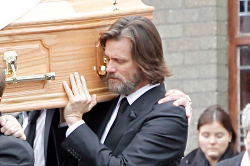 Jim-Carrey-carries-the-coffin-of-ex-girlfriend-from-The-Lady-Fatima-church-to-the-burial-grounds-she-will-be-laid-to (3)