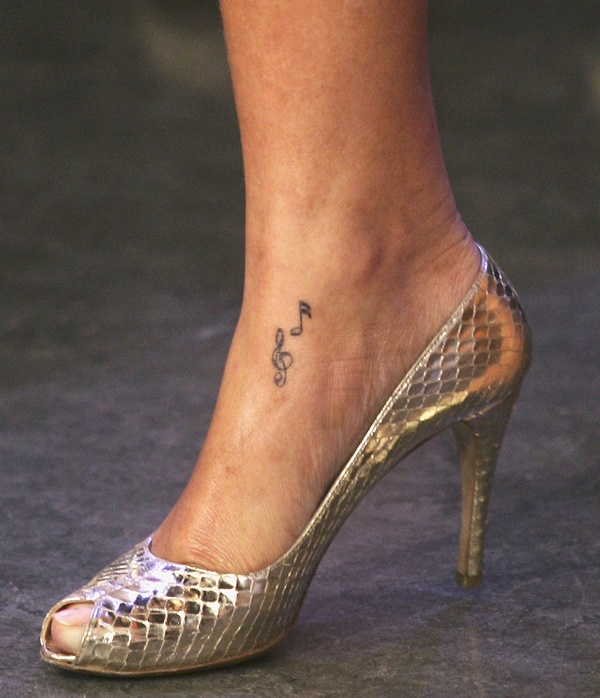 rihanna-tattoo-2_blog