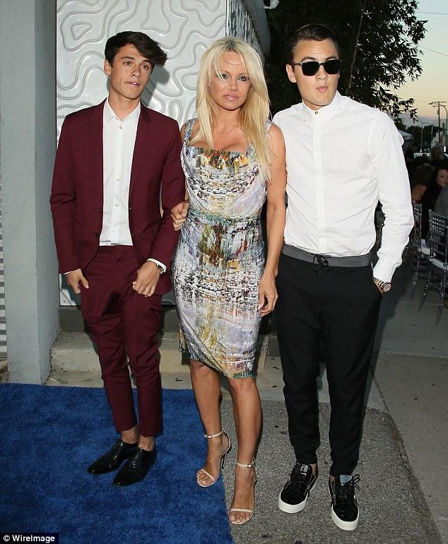 Дилан, Памела и ее старший сын
