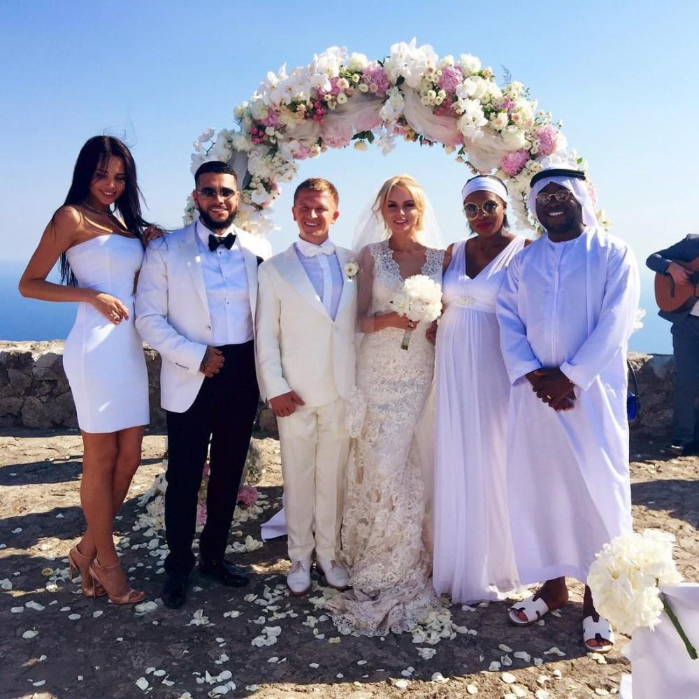 Вместе на свадьбе у друзей