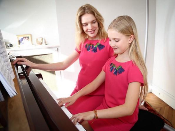 В рекламной фотосессии с дочкой