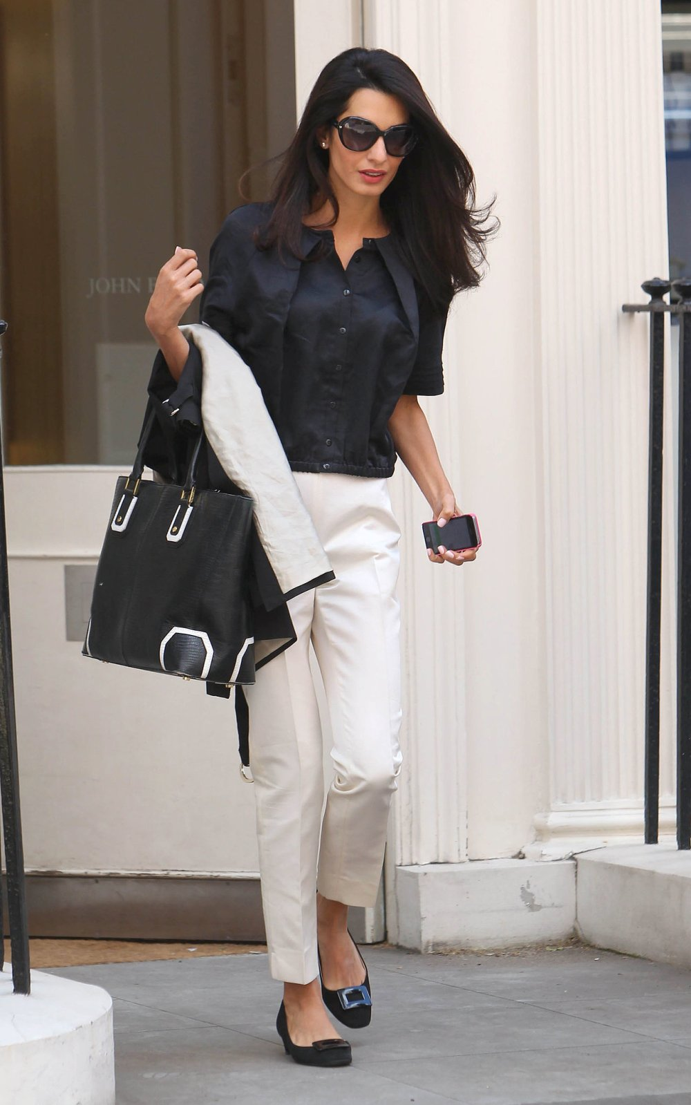 Lightweight-Top-White-Trousers-Perfect-Summer-Combination.jpg.pagespeed.ce.qsP_ZCTYlP