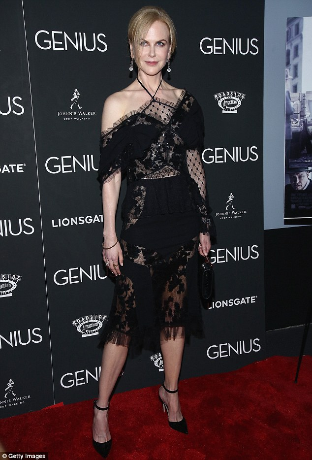 34F57AB700000578-3626671-Fancy_Nicole_Kidman_wowed_in_all_black_for_the_premiere_of_her_f-m-99_1465176535656