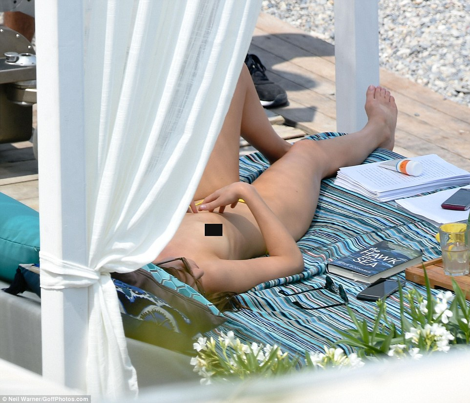3632244800000578-3686220-Daring_to_bare_Dakota_stretched_out_in_the_shade_topless_filming-a-86_1468371876300