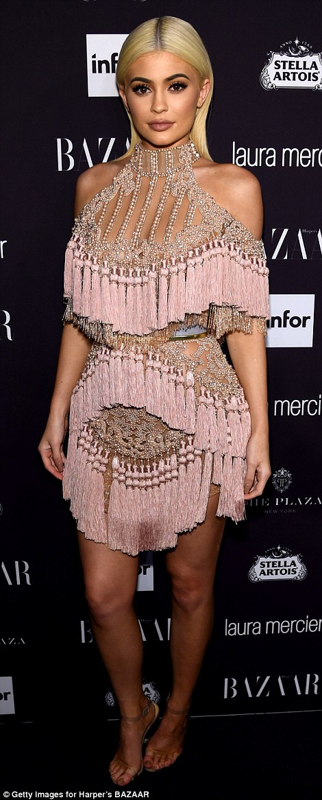 3824daac00000578-3782743-pretty_in_pink_the_19_year_old_keeping_up_with_the_kardashians_s-m-296_1473488708065
