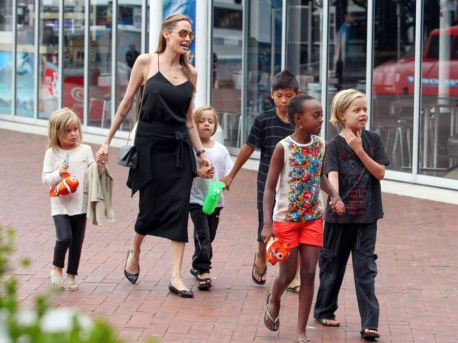 jolie-pitt-kids-australia-09092013-lead01-900x675