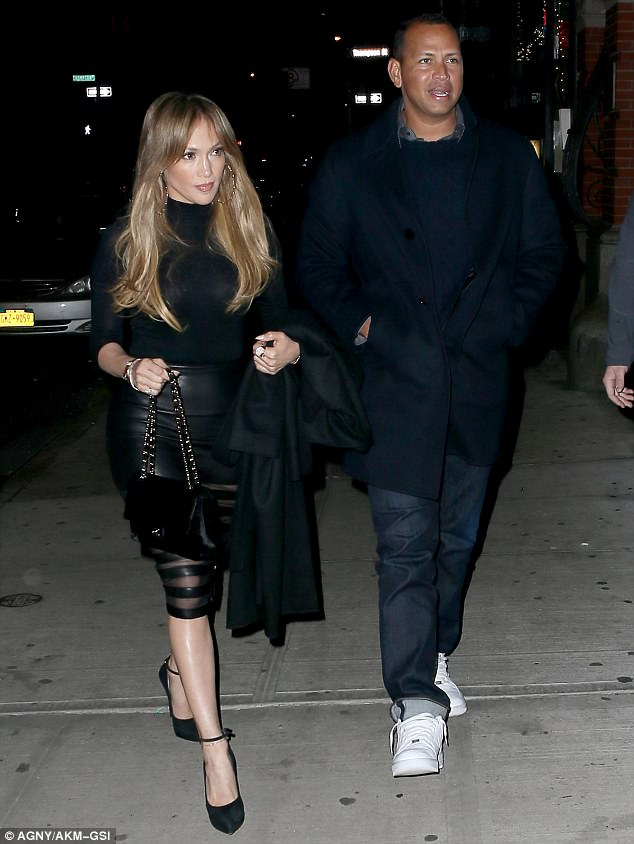 3EE8215C00000578-4376394-City_couple_Jennifer_Lopez_and_Alex_Rodriguez_stepped_out_for_th-m-81_1491240080881