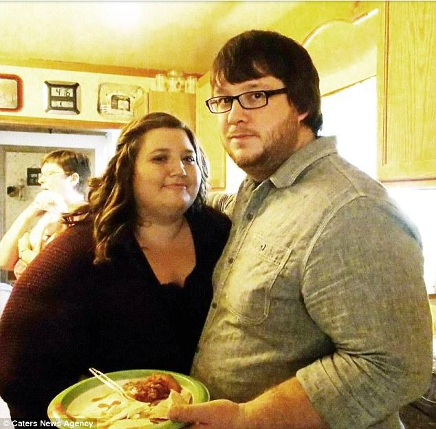 Пара толстяков общим весом 350 кг всего за год похудела в два раза — фото