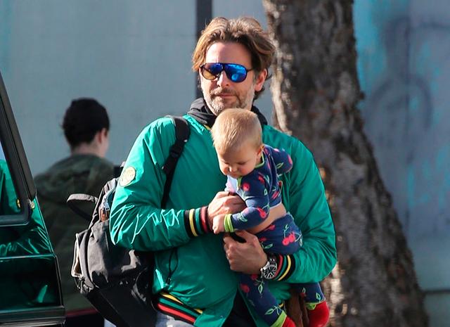 Брэдли Купер сам занимается дочкой, пока Ирина Шейк на съемках в 2019 году
