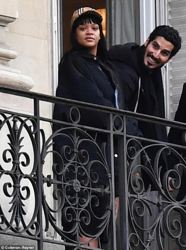 Рианна проводит время в Париже с арабским миллиардером — фото