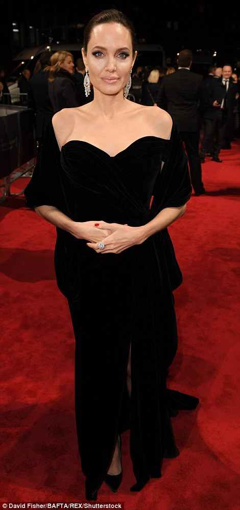 Джоли и Лоуренс показали голливудский гламур на премии BAFTA — фото
