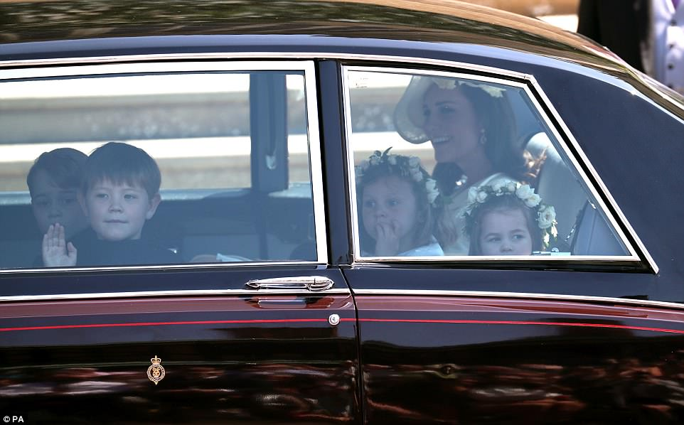 Кейт Миддлтон пришла на свадьбу принца Гарри в старом наряде — фото