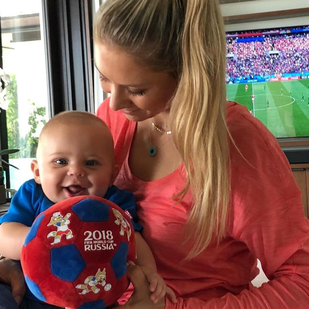 Иглесиас и Курникова показали 6-месячного сына — фото