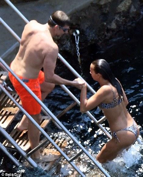 Ирина Шейк в бикини на отдыхе с Брэдли Купером — фото