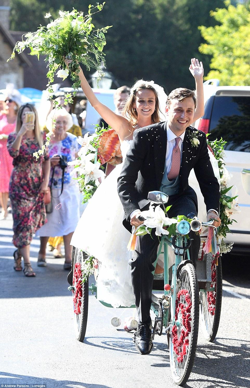 Меган Маркл отметила 37-летие в платье за $500 на чужой свадьбе — фото