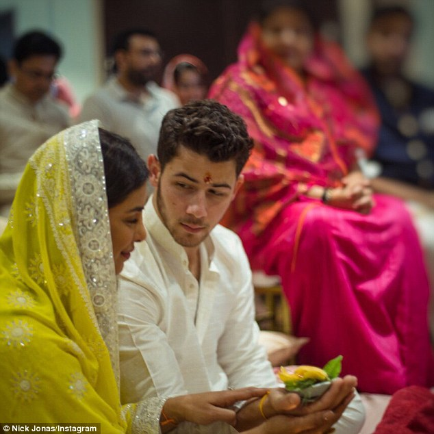 Ник Джонас и Приянка Чопра обручились по индийским обычаям — фото