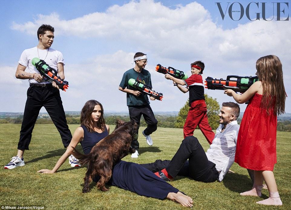 Виктория Бекхэм прокомментировала слухи о своем браке, снявшись для обложки Vogue