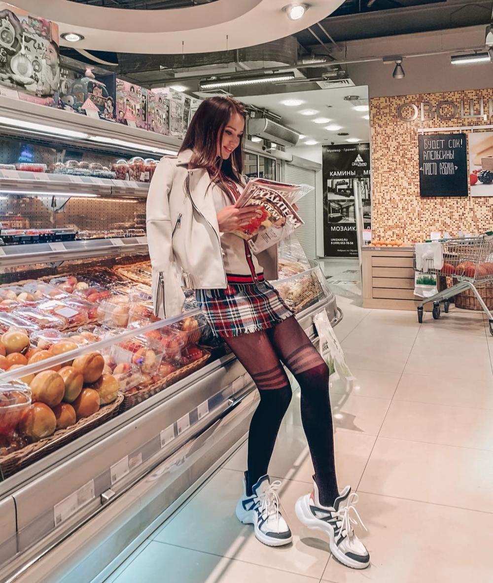 Не золушка: Костенко назвала свой размер ноги — фото