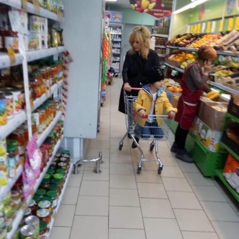 Пугачеву с детьми запечатлели в обычном супермаркете — фото