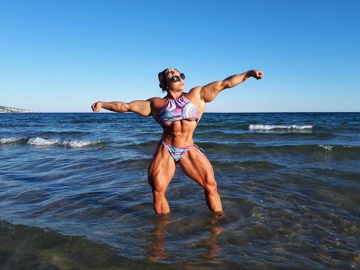 Звезда женского бодибилдинга не жалеет, что выбрала спорт — фото