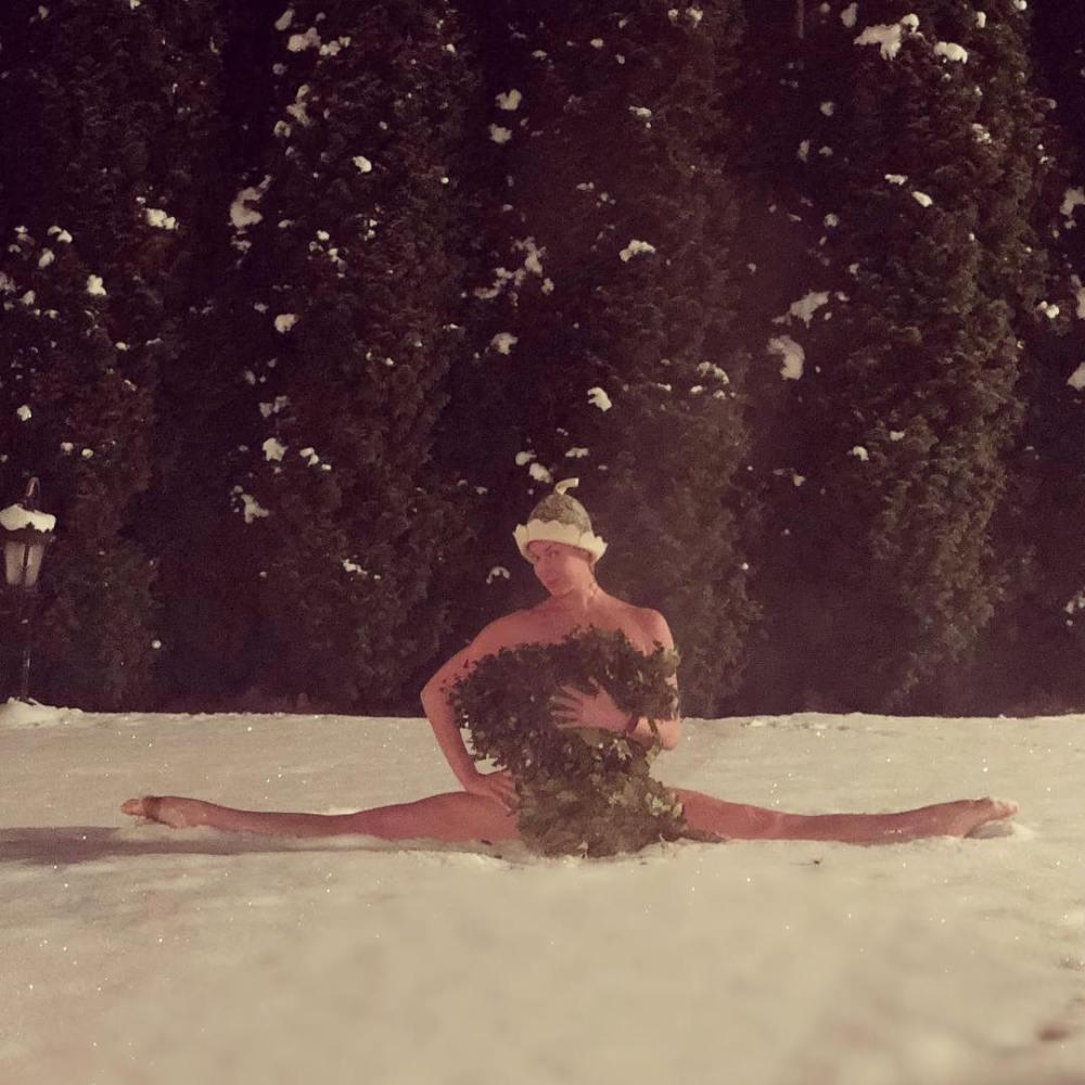 Волочкова показала голый шпагат на снегу — фото