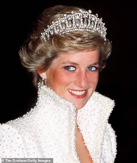 Кейт Миддлтон освежила тиару принцессы Дианы на королевском приеме — фото