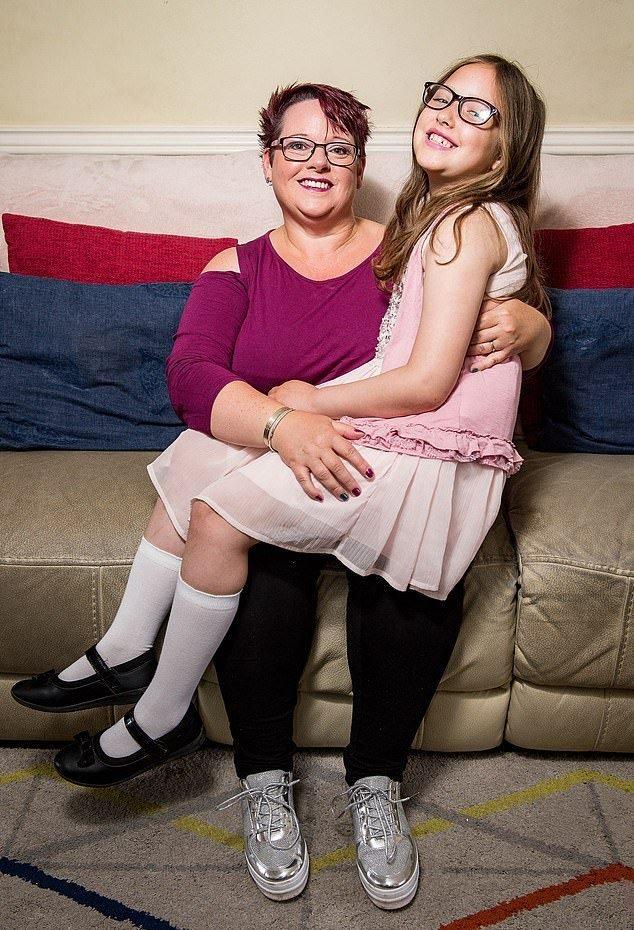 Эта мама кормила дочь грудью до 9 лет! Фото