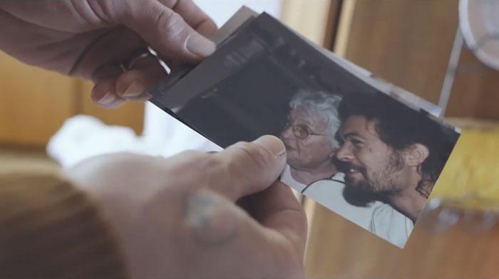 Джейсон Момоа проведал свою бабушку, и эти ФОТО растопили сердца миллионов