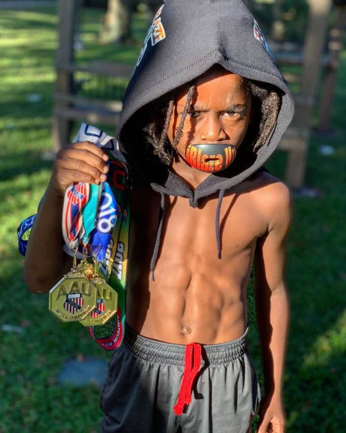 Этот 7-летний мальчик бегает так быстро, что его называют самым быстрым в мире! Видео