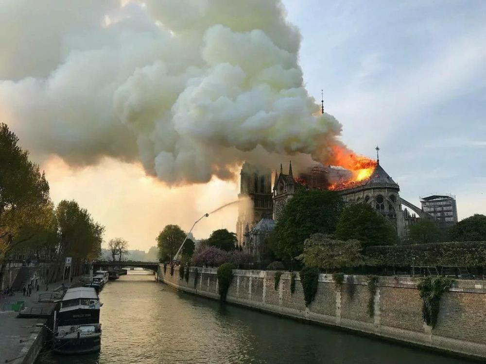 Как горел Собор Парижской Богоматери и что от него осталось — фото
