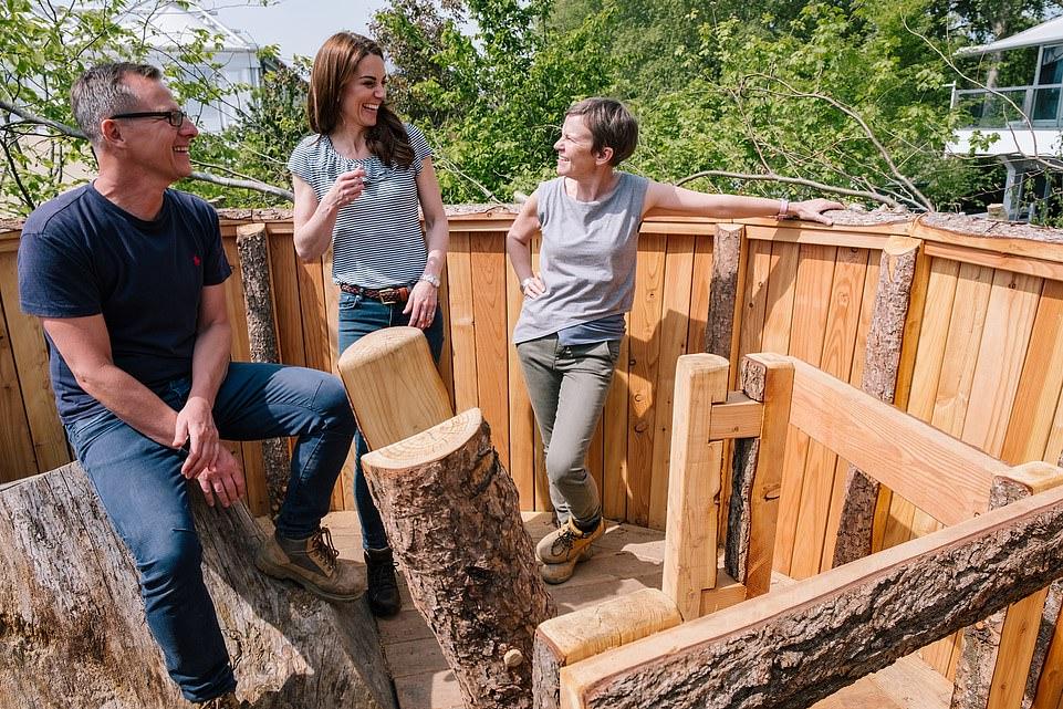 Кейт и Уильям показали троих детей в неформальной обстановке — фото