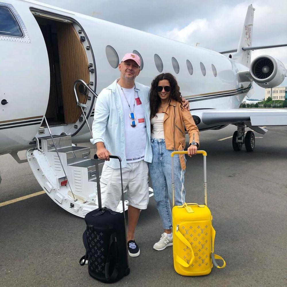 Потап подарил Насте самолет, на котором они улетели в медовый месяц