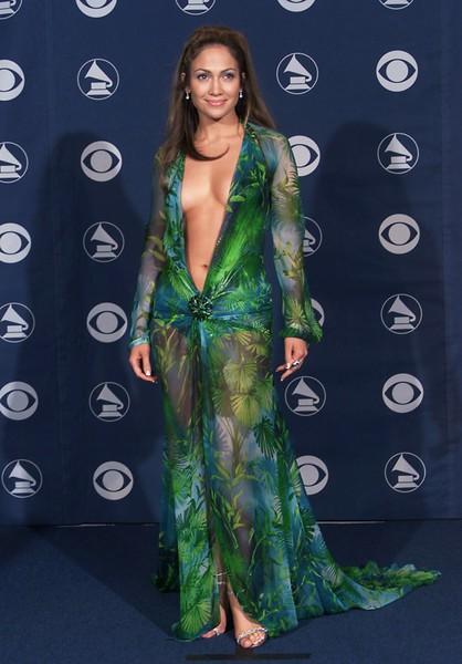 Джей Ло вышла на подиум в своем легендарном зеленом платье — фото