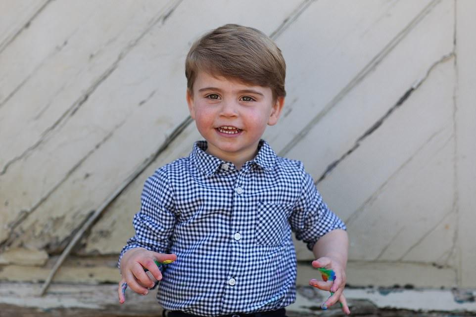 Кейт Миддлтон показала фото 2-летнего младшего сына Луи