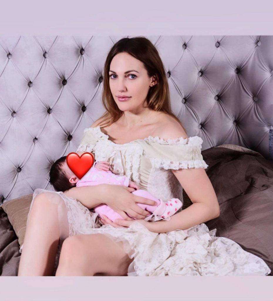 Мерьем Узерли показала фото с двумя дочками