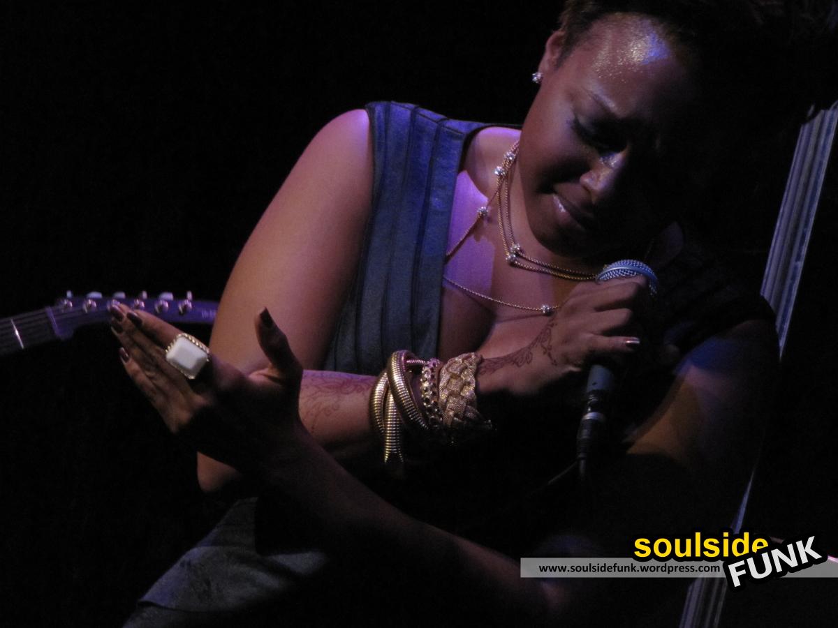 Chrisette Michele Jazz Cafe 04