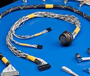 Español: Organizar/ Peinar cablesEnglish: To Loom Cables