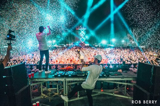 The-Chainsmokers-perform-at-number-fest-2016-billboard-650