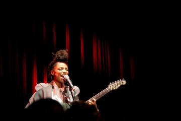lianne la havas cafe 939 red room