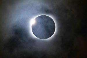inelul de diamant eclipsa
