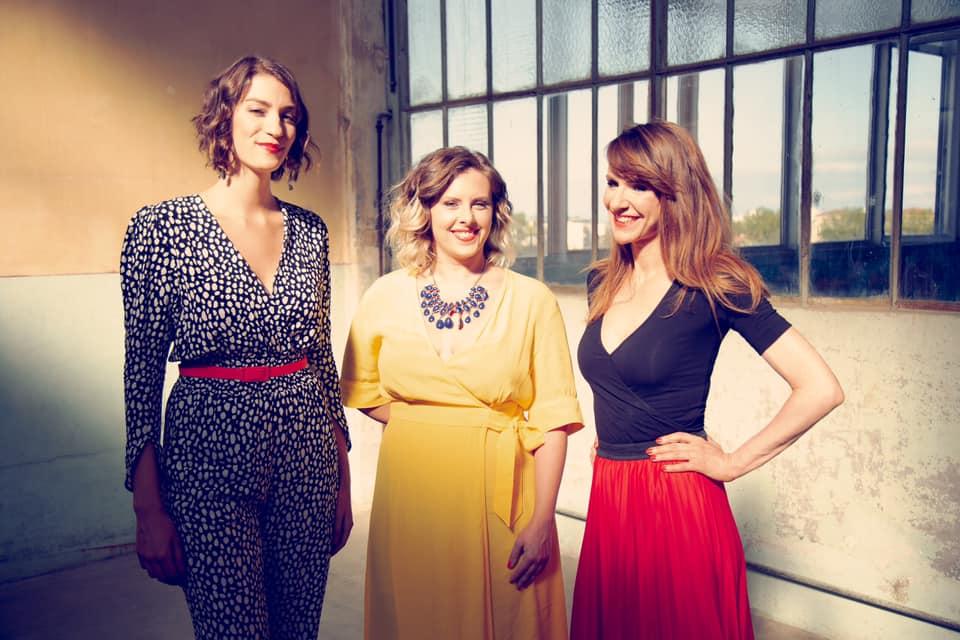 The Glossy Sisters – Le Trio Vocal Propose Un Nouvel Arrangement Époustouflant