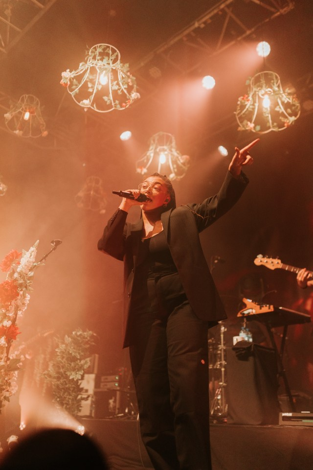 Mahalia live on stage