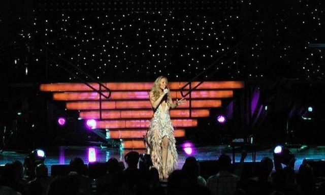 https://en.wikipedia.org/wiki/Mariah_Carey#/media/File:Mariah_Carey_2003_tour_1.jpg
