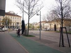 自転車道が整備されていますね。