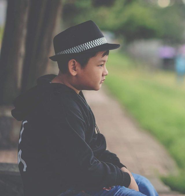 A young boy experiencing loneliness may benefit from counseling for children or teens.