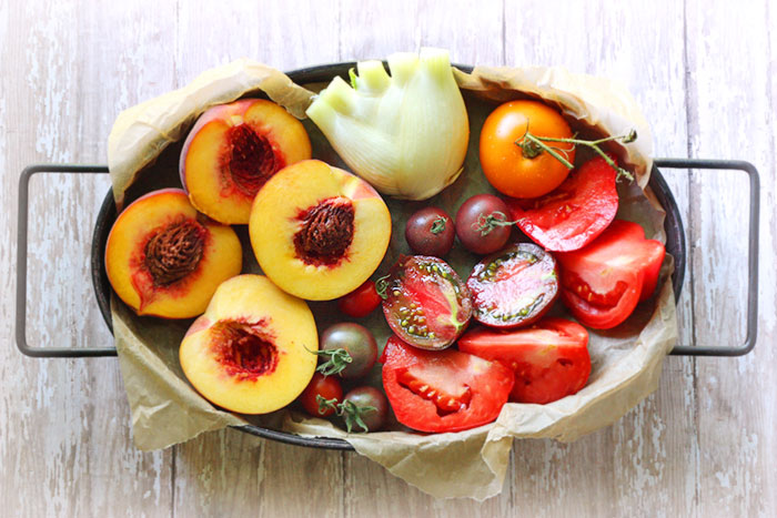 Grilled peach, fennel and tomato salad | SoupAddict.com