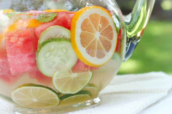 Refreshing Homemade Vitamin Water | SoupAddict.com