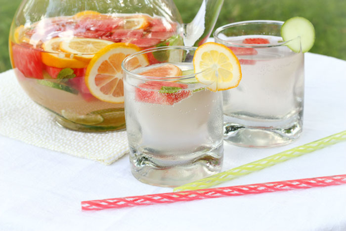 Refreshing Homemade Vitamin Water | SoupAddict.com