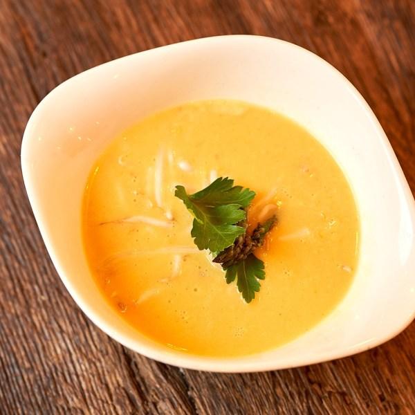 Asiatische Kokos-Currysuppe