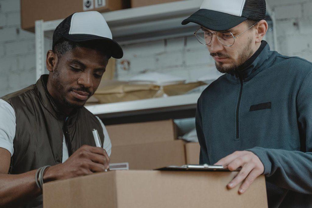 Gestor e trabalhador de armazém